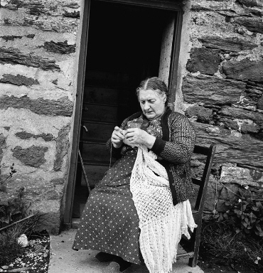 Shetland Lady knitting a 1ply Shawl photo from the Shetland Museum and Archives